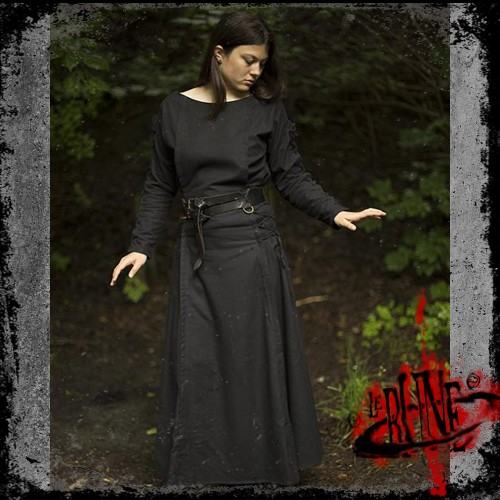 Priestess dress black