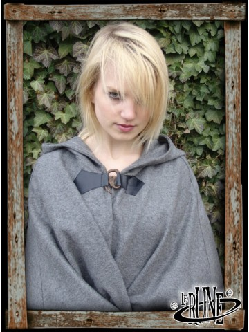 Wool cape Hero with Wolf Clasp