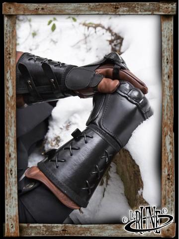 Leather gauntlet left hand - Black