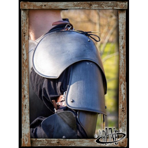 Steel pauldrons Soldier Epic Dark
